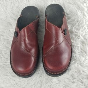 Clarks Womans Slip On Clogs Size 10 Red Leather